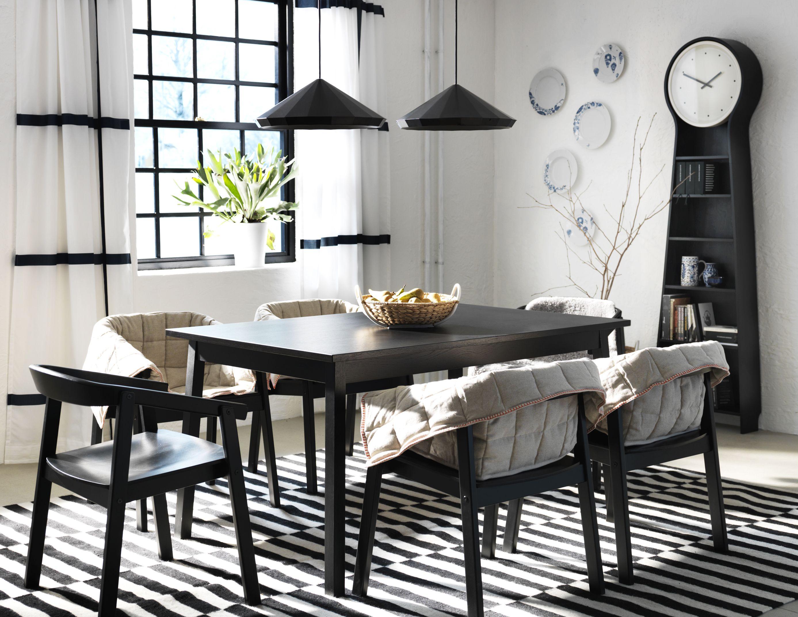 Ambiente de comedor de IKEA, con mesa y sillas de la colección ...