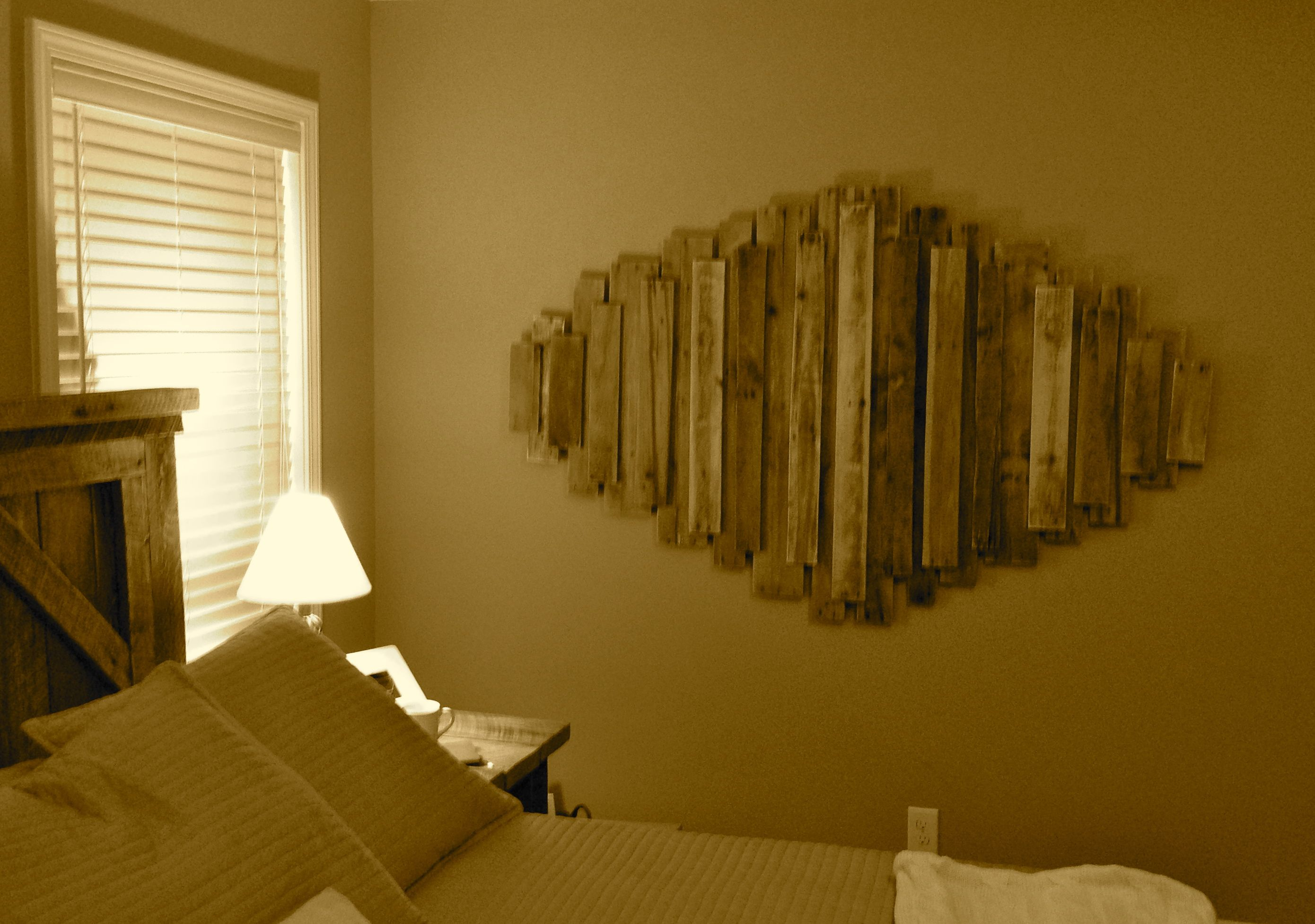 Used some old wood pallets to create some wall art. Fun project. I\'m ...