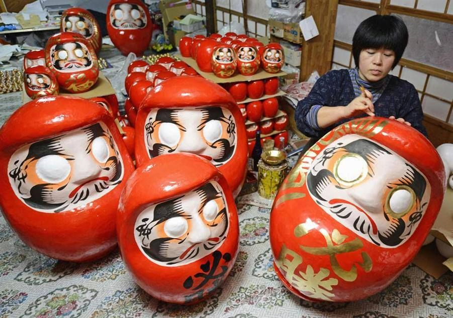 Making Shirakawa Daruma dolls (白川だるま) at Watanabe Daruma Shop ~ Shirakawa City, Fukushima Prefecture. Many Japanese start New Year's resolutions by buying a papier mâché figure known as a daruma or dharma doll that will serve as a reminder of goals and wishes for the year. Shirakawa Daruma have been loved since the Edo period (1603–1868) in Shirakawa city. Now, there are only 2 stores still making Shirakawa Daruma. One of them is the Daruma shop run by the Watanabe family (渡辺だるま店).