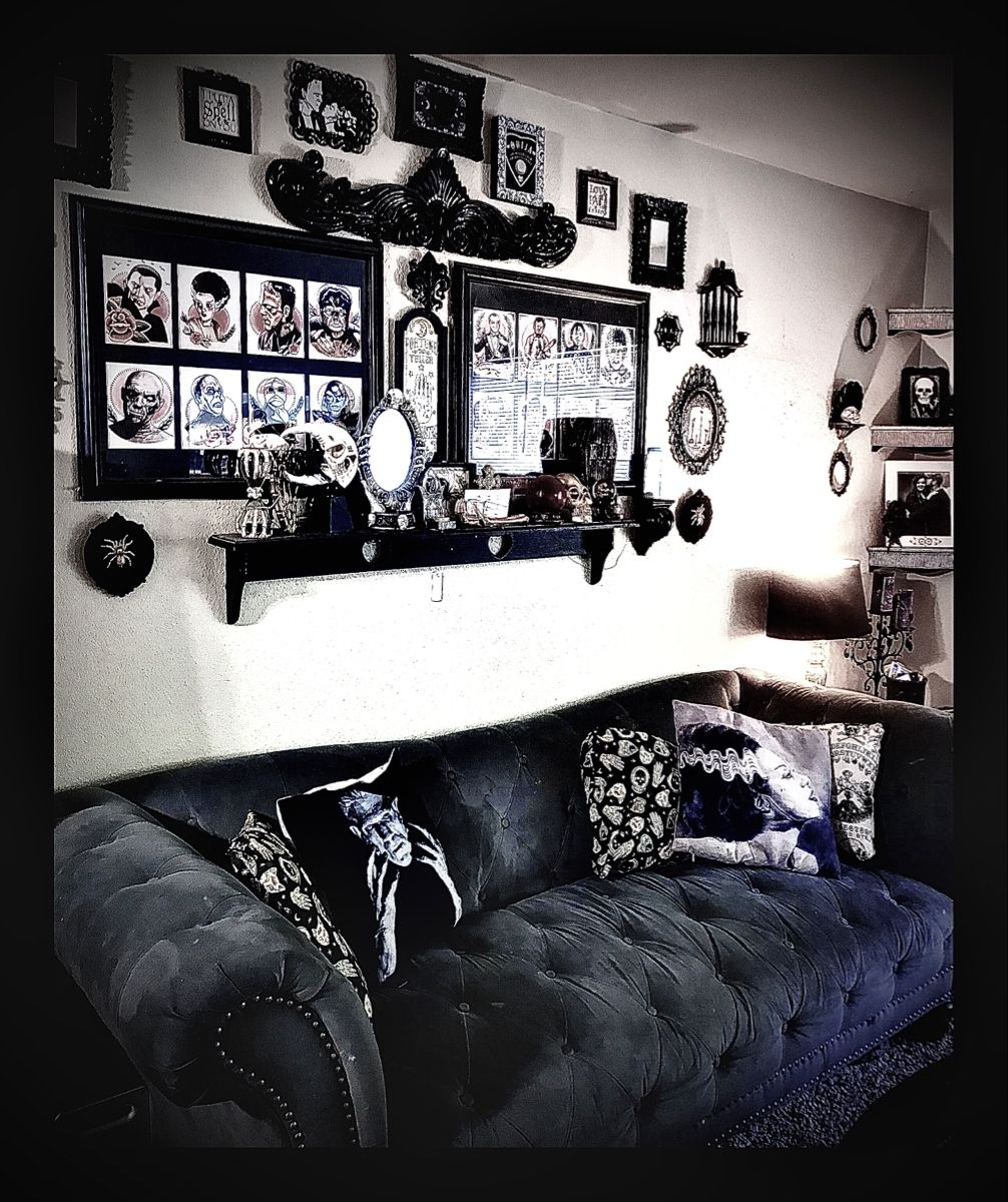 Gothic Living Room Decor Gothic Gallerywall Gothic Living Rooms Gothic Decor Bedroom Gothic Living Room Skull living room decor