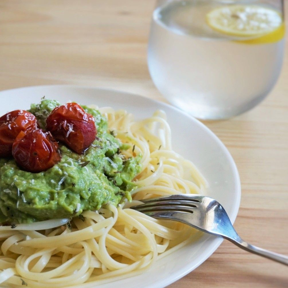 Linguini with avocado sauce and roasted cherry tomatoes