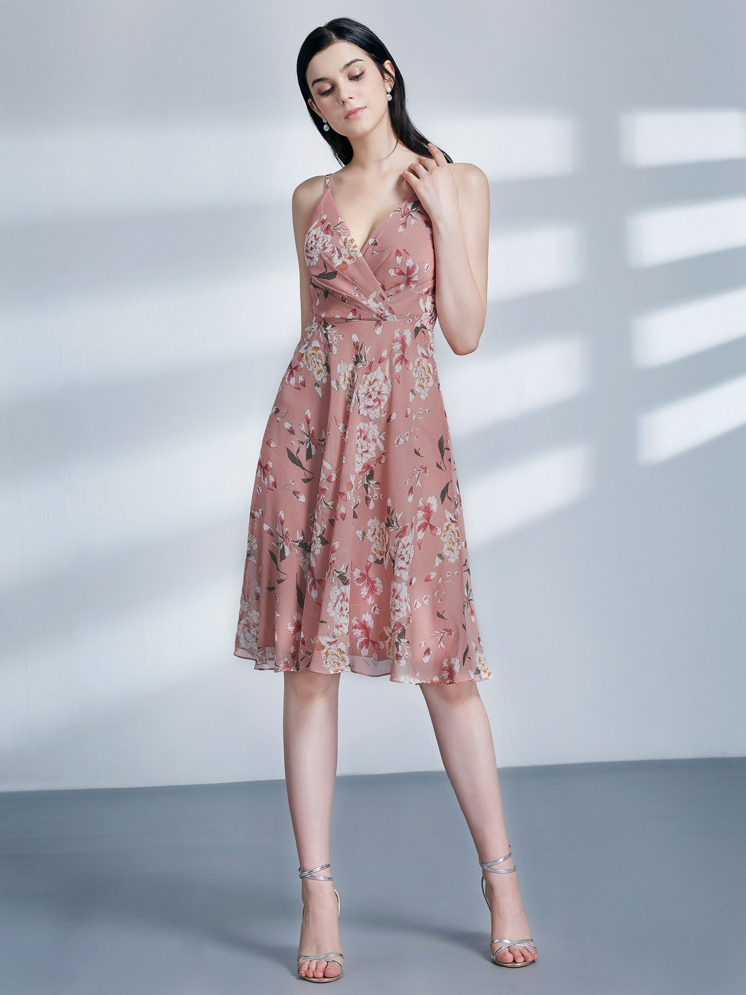 dcebeccc06f8 It's no secret that we at Ever-Pretty love a good floral dress, that's why  we designed these late summer beauties. Featuring muted colors and elegant  ...