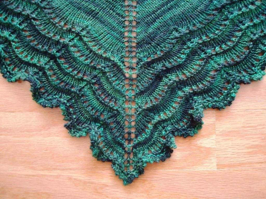 Holden Shawlette. Free on Ravelry. Beautiful!   Knitting   Pinterest ...