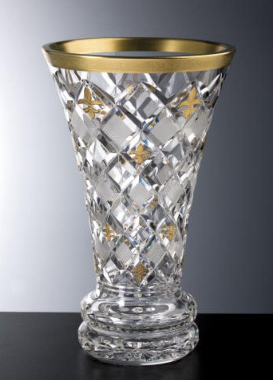 Pin By Janet Harvin On Sparkle Shine Shimmer Crystal Vase Luxury Vase Vase