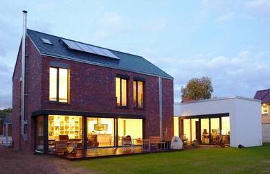Gartenansicht klinker einfamilienhaus seyfarth ideen for Grundriss einfamilienhaus 2 vollgeschosse