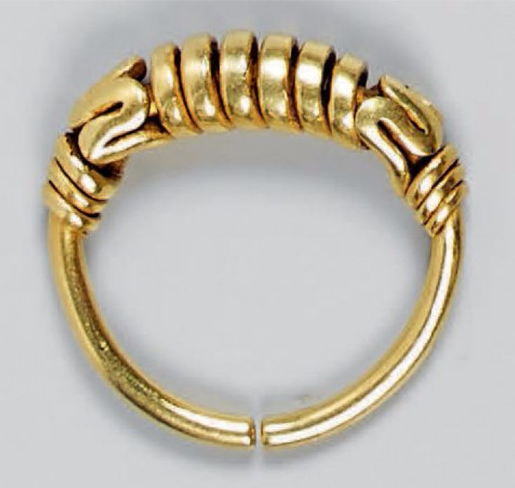 Indonesia East Java Gold ring 25 cm ca 8th century III