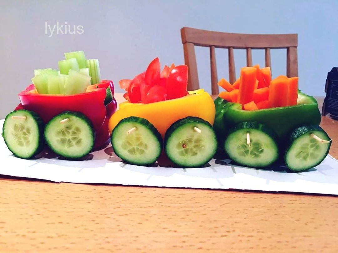 foodporn #food Salad Train! #salad #saladsof #saladoftheday #saladtrain #saladdecoration #saladideas #showstopper #tabletopper #healthyfood #healthyrecipes #healthyeating #eatingfortheinsta #kidsparties #invitingkidsintothekitchen #foodphotography #foodporn #foodie #attractivefood #foodpics #sundaydinner #sundayfunday #vegcarving #veggietrain #kidsfavorite #partyfavorsforkids desispiceworld