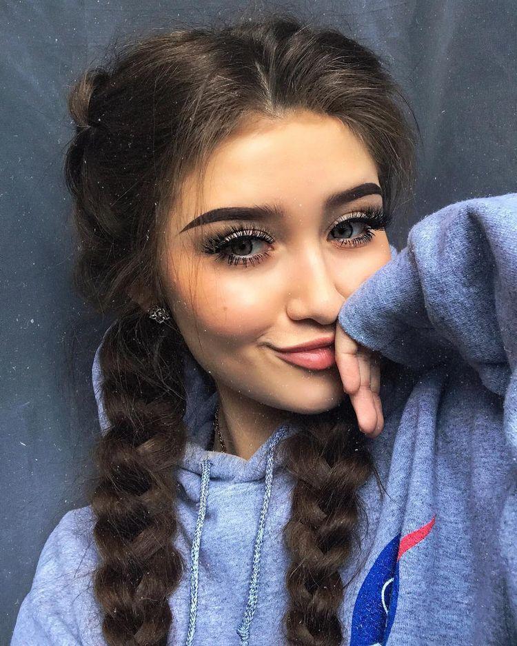 Cute selfie poses