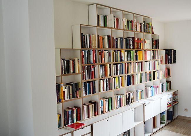 Bücherwand mit Sockel und Türen #bücherregal #stocubo Thies - hausbibliothek regalwand im wohnzimmer