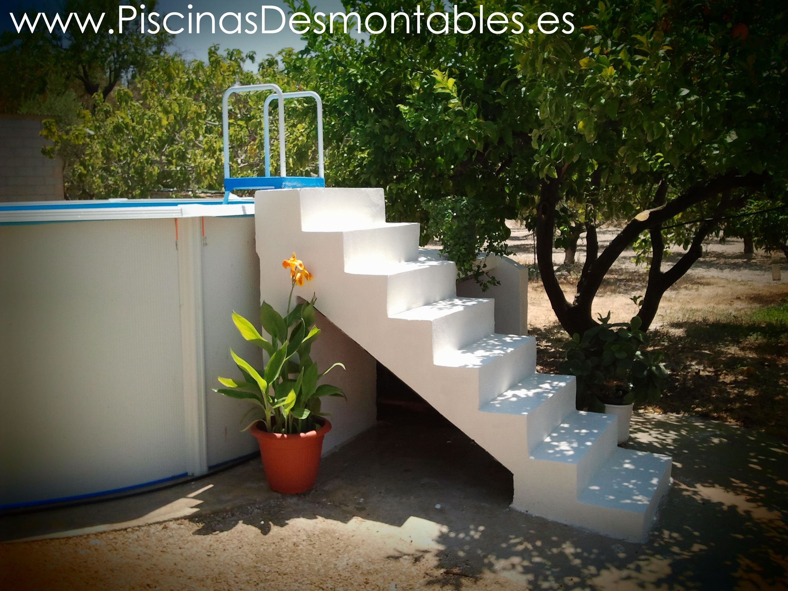 Escalera de obra adaptada a una piscina desmontable toi for Escaleras para piscinas desmontables