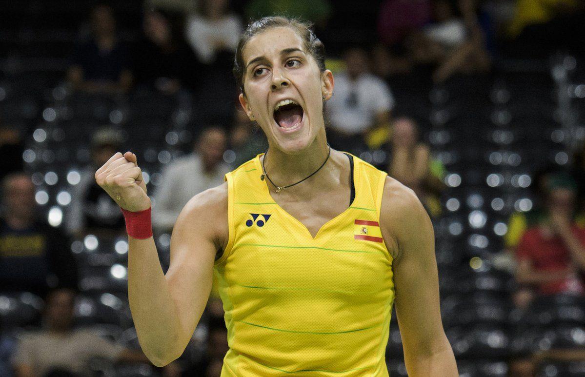 #Badminton ¡VICTORIA! Dos de dos para @caro_marin2 al vencer en dos sets  (21-16 y 21-13) a Kjaersfeldt. ¡VAMOS!