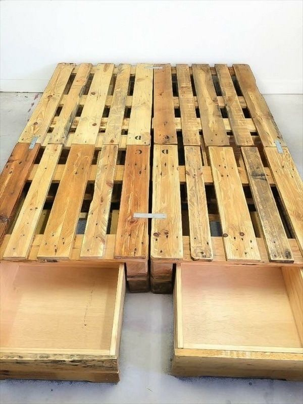 Euro-pallets-furniture-effect-full-bed-and-a-night-lamp.jpg (600×800)
