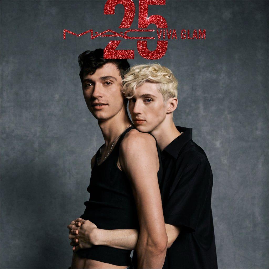 Troye Sivan Stars With His Boyfriend Jacob Bixenman In A New Mac Campaign Troye Sivan Troye Sivan Boyfriend Cute Lesbian Couples