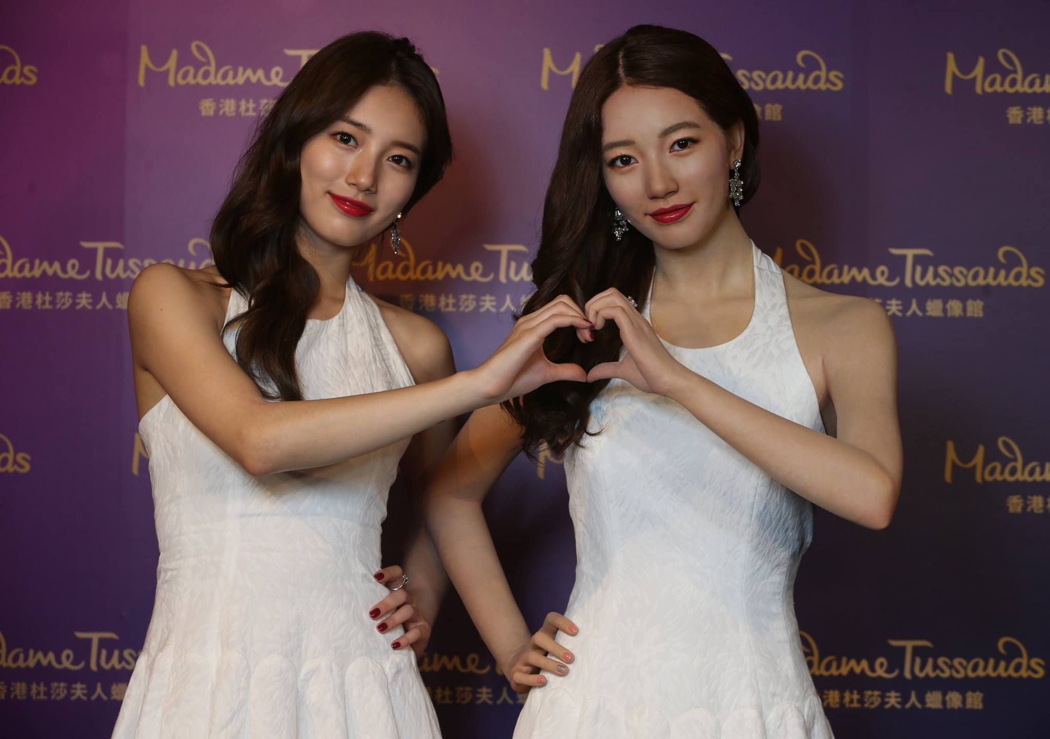 Suzy posing with her wax double at Madame Tussauds in Hong Kong / Madam Tussauds…