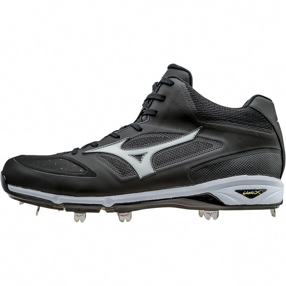 detailed look 55d70 17b5e Introducing the newest cleat in the Mizuno lineup  The Mizuno Dominant IC.  Each one