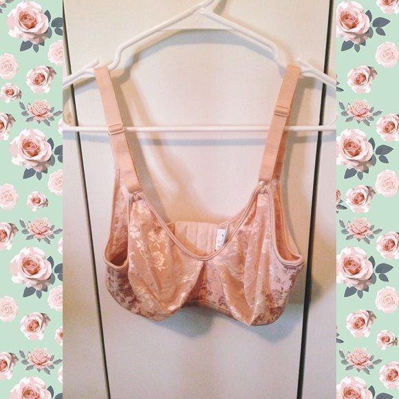 Warner's Vintage Lace Wire-free Bra Adorable cream/peachy colored lace bra /Bralette. No padding. It is a D cup, and I'd say 34 on the last latch. NOT VICTORIAS SECRET, just using for visibility. Victoria's Secret Intimates & Sleepwear Bras