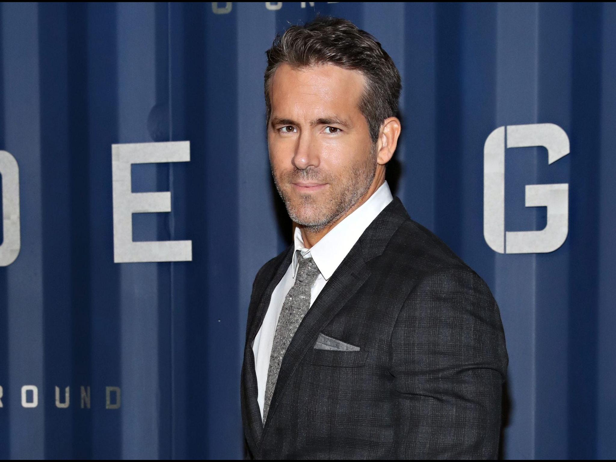 Pin By Mimi Smoments On Bellissima Ryan Reynolds Ryan Reynolds Movies Celebrity Entertainment