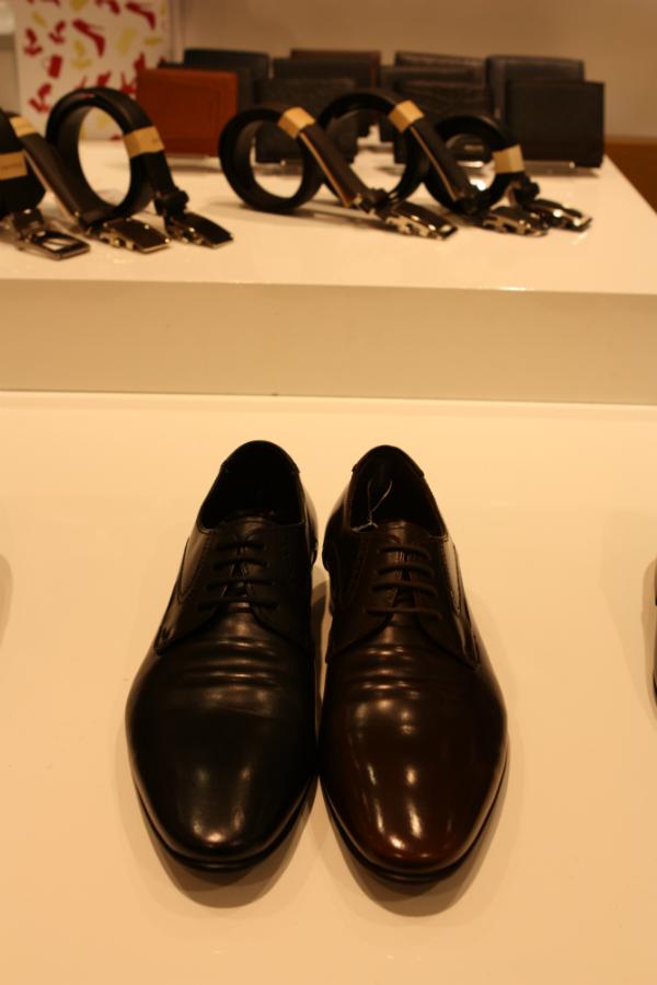 d0bf0620e3f 에스콰이어의 베이직하고 군더더기없는 라인이 돋보이는 남성 정장 구두! 은은한 광택감이