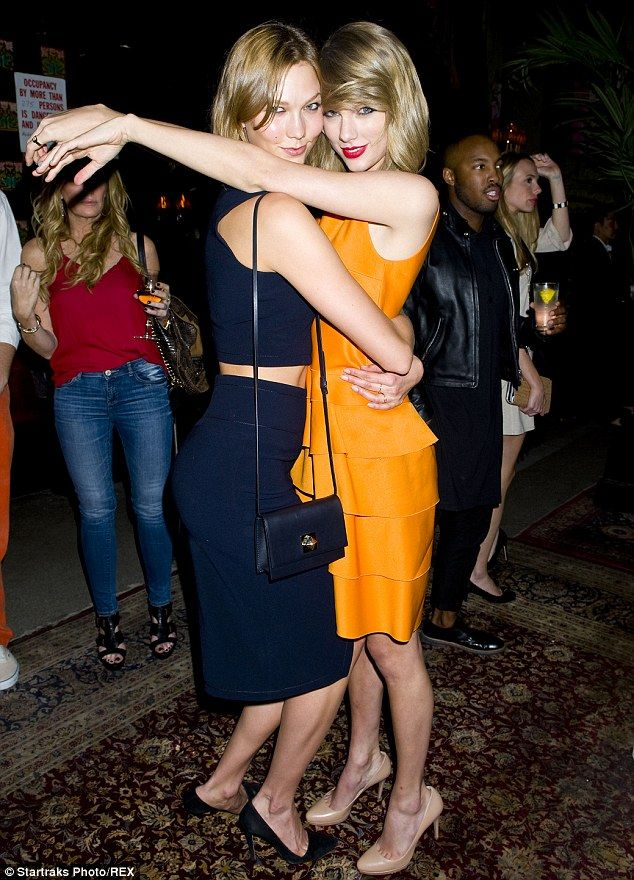Bffs Taylor Swift And Karlie Kloss Cuddle Up At A Pre Met Ball Bash
