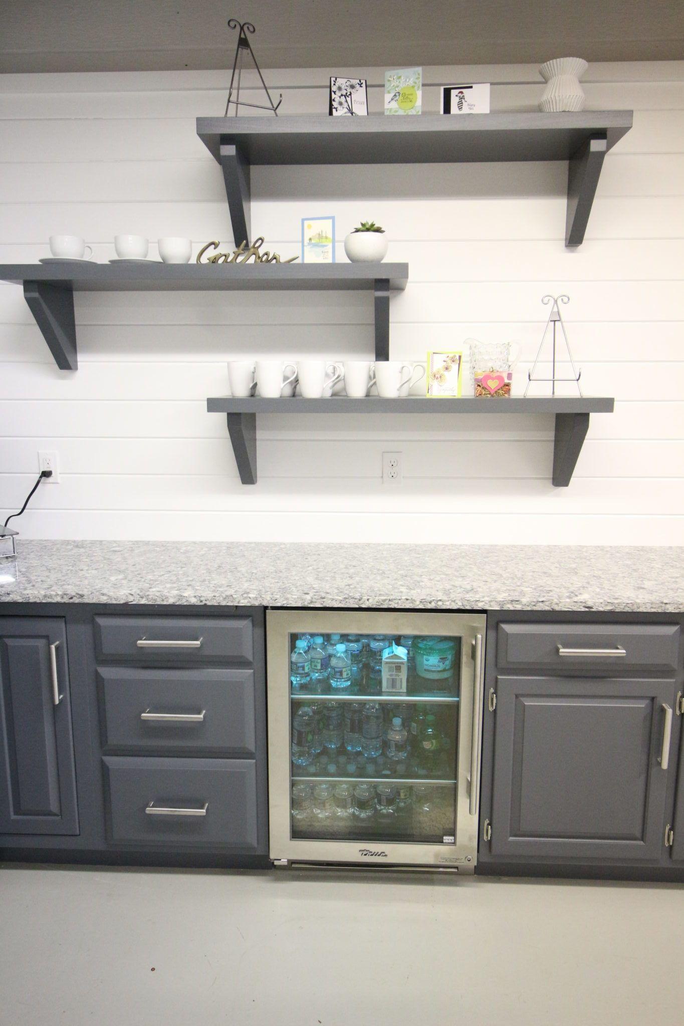 Https I2 Wp Com Tkbuilddesign Com Wp Content Uploads 2018 03 Img 4816 E1520264584901 Jpg Fit 13 In 2020 Basement Kitchen Kitchen Design Small Christmas Kitchen Decor