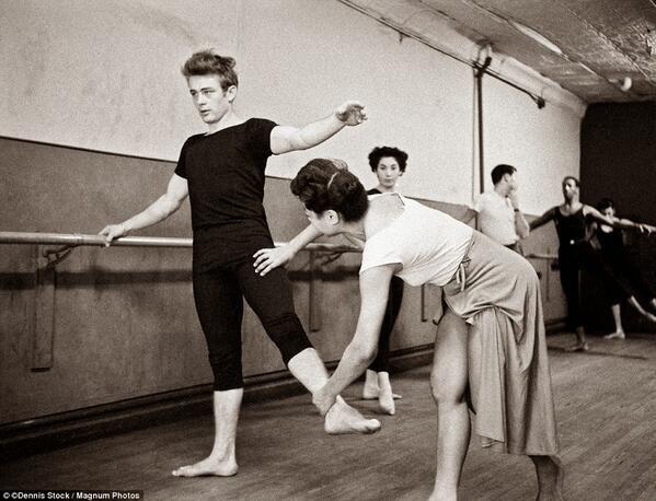 James Dean attending a dance class, NYC 1955. pic.twitter.com/PrYHNNbrkH