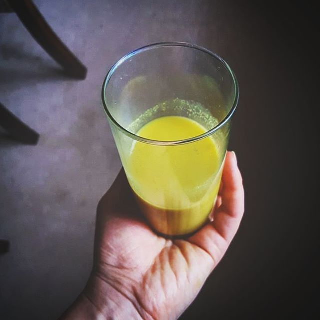 Golden tonic for the win!💛 Prepping for the FREE 5-Day Clean & Reset Challenge starting this Saturday, Oct 15th. You can still sign up for free and receive everything you need in your inbox. Follow the link in bio or copy/paste 👉 www.second-nature.co/freechallenge 👈 🎈🤗  Yummery - best recipes. Follow Us! #veganfoodporn
