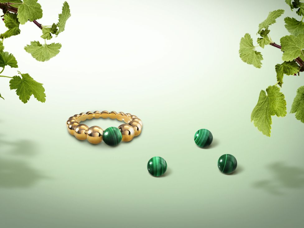 An opaque stone graced with unique beauty, malachite evokes the force of nature with its deep green hue. Worn as a talisman in days gone by, it was thought to protect children and travelers.  Discover this  #Perleecouleurs ring