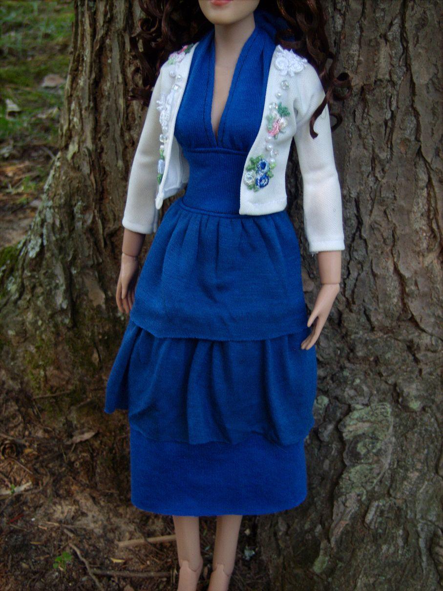 Bella Swan Prom Dress Sweater For 16 Tonner Dolls By Morgan May Stardust Dolls Http Www Stardustdol Bella Swans Prom Dress Doll Costume Prom Dresses [ 1210 x 907 Pixel ]