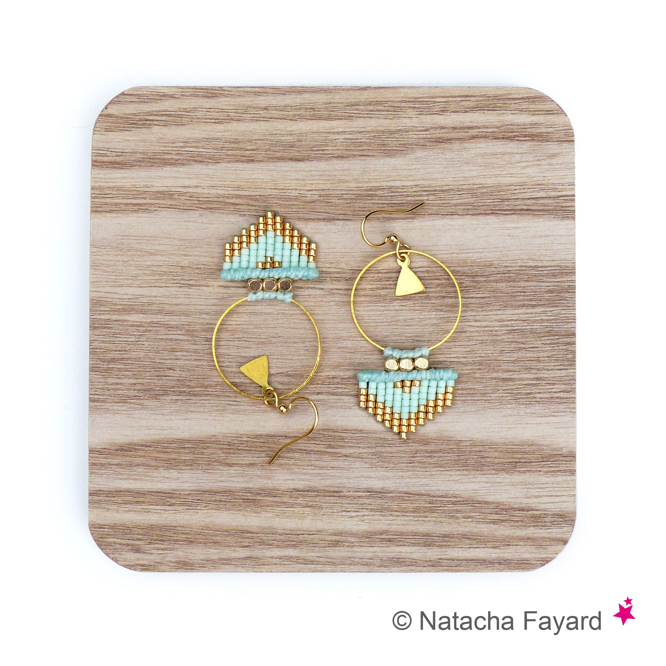 Pastel mint green & gold ethnic chic woven earrings, hoops shape, arrow head / triangle pattern, made with micro macrame and miyuki delica seed beads. © Natacha Fayard #miyuki #delica #SeedBeads #earrings #hoops #mint #pastel #green #gold #arrow #triangle #ArrowHead #ethnic #chic #style #woven