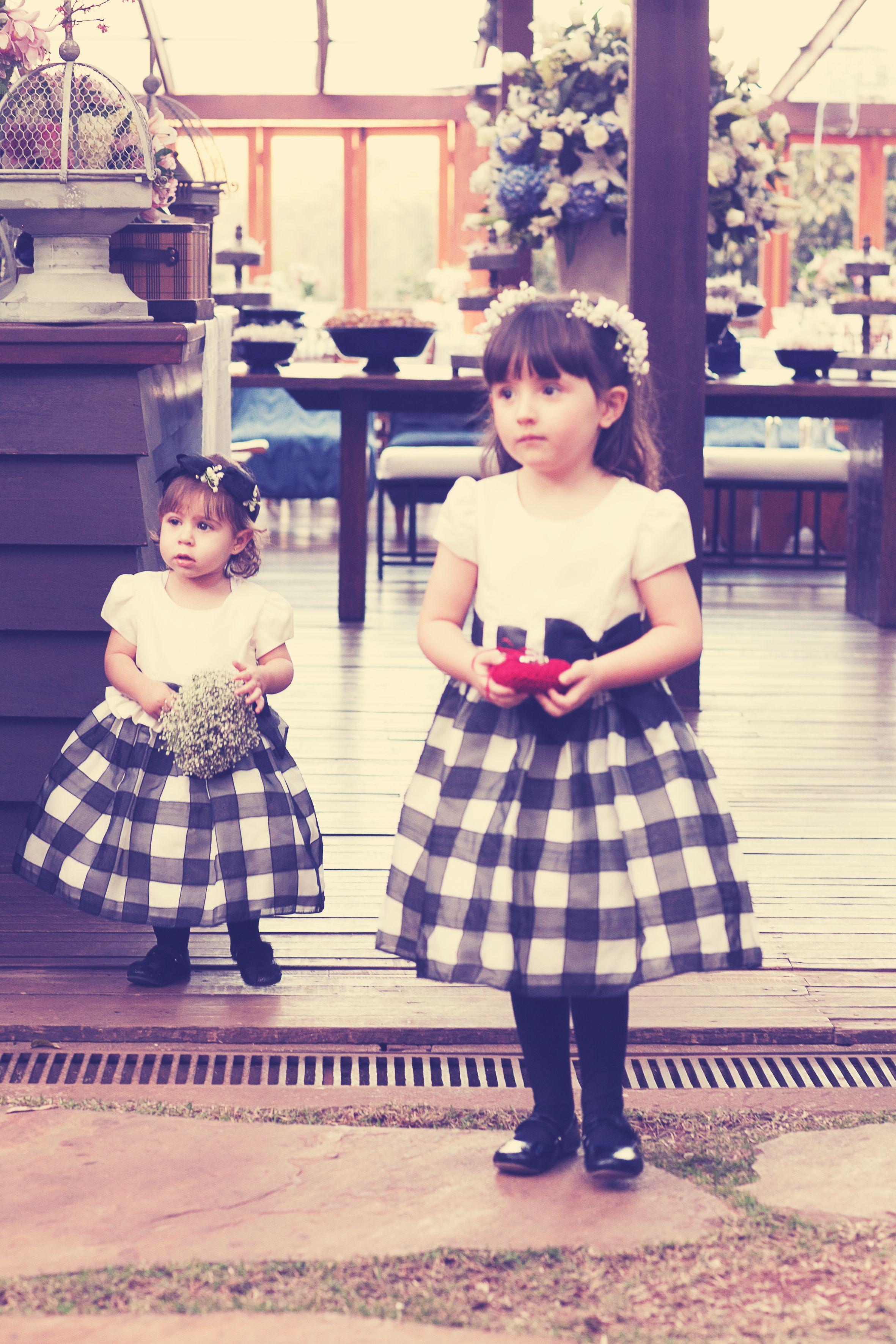 Daminhas com vestido xadrez #daminha #casamento #weeding | Dama de ...