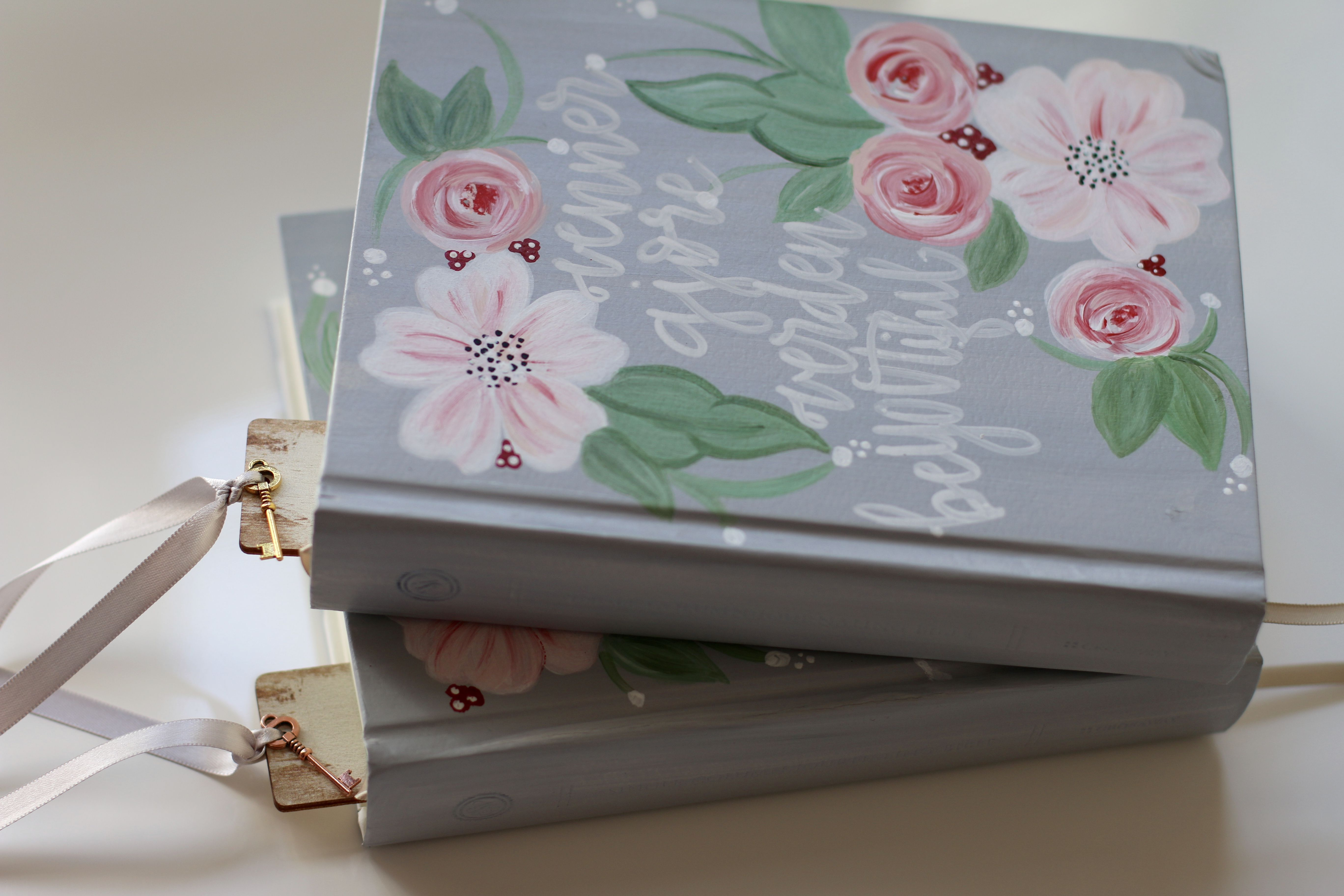 customizable bible! The perfect bridesmaids gift! #wedding #bridesmaidsgift #bridesmaid