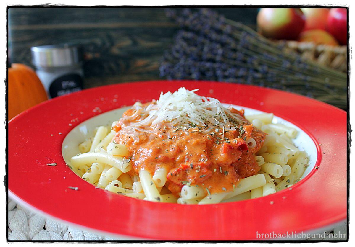 Maccaroni mit Paprika-Soße