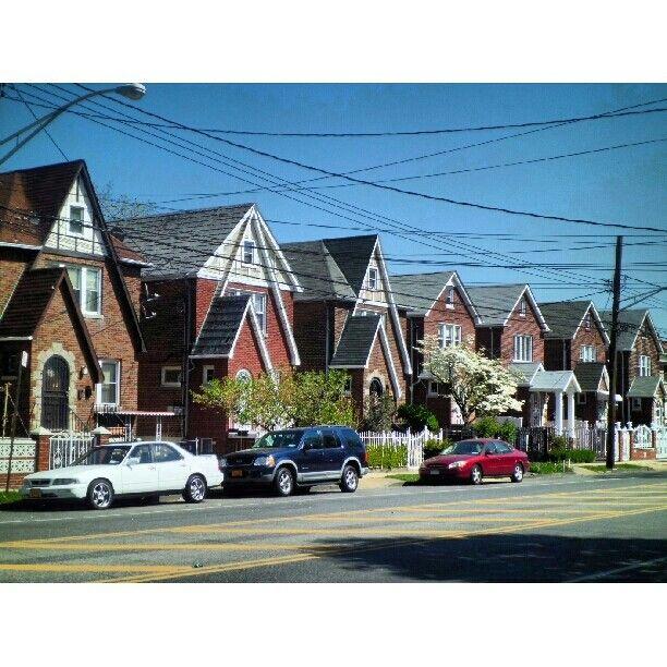 Houses In Pelham Parkway North