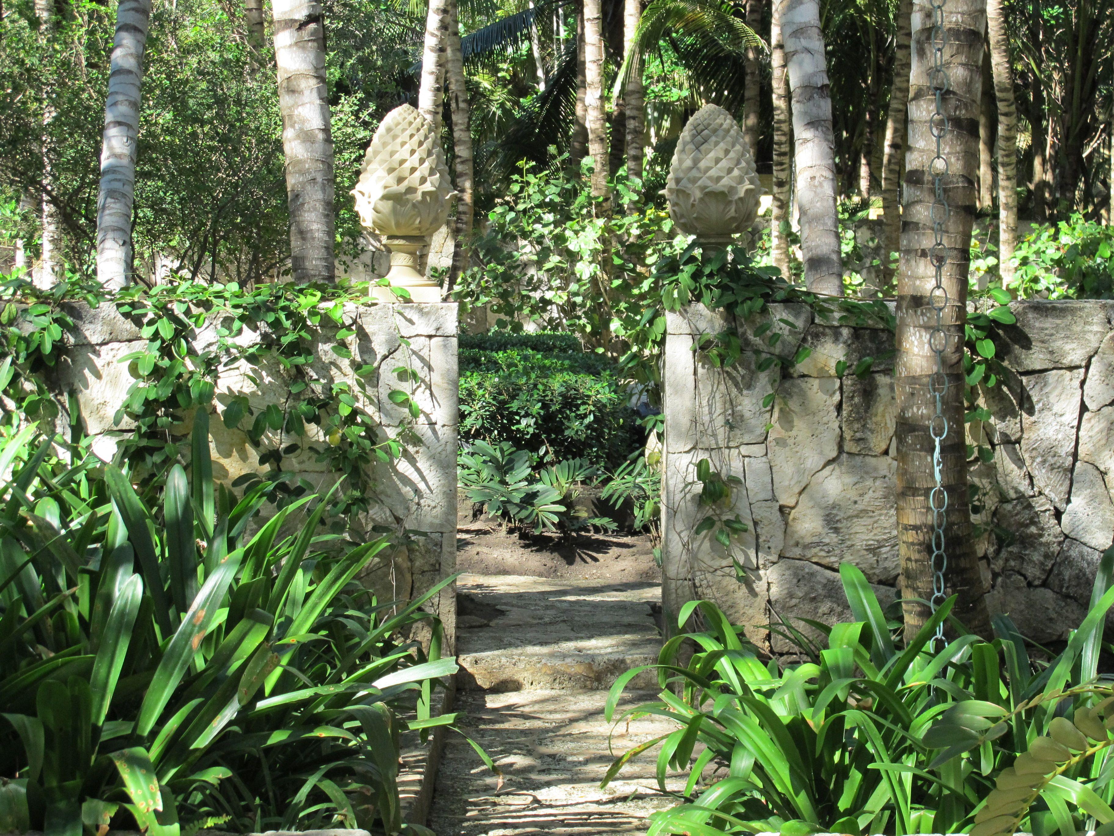 Home garden style  Photo by Oscar de la Renta of his gardens in Punta Cana Order The