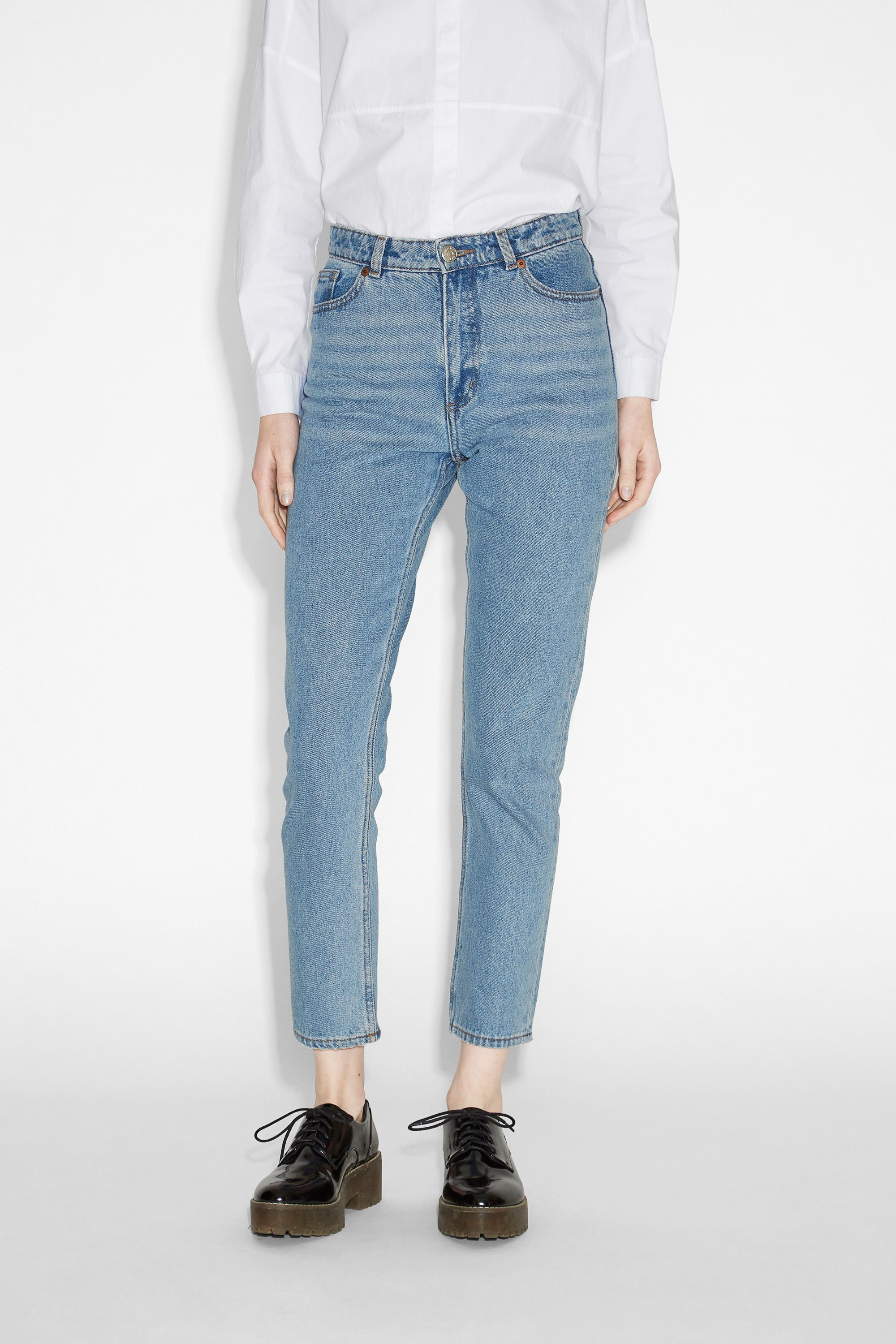High-waisted, '90s fashion dream jeans. Classic cotton with a (slightly) tapered…