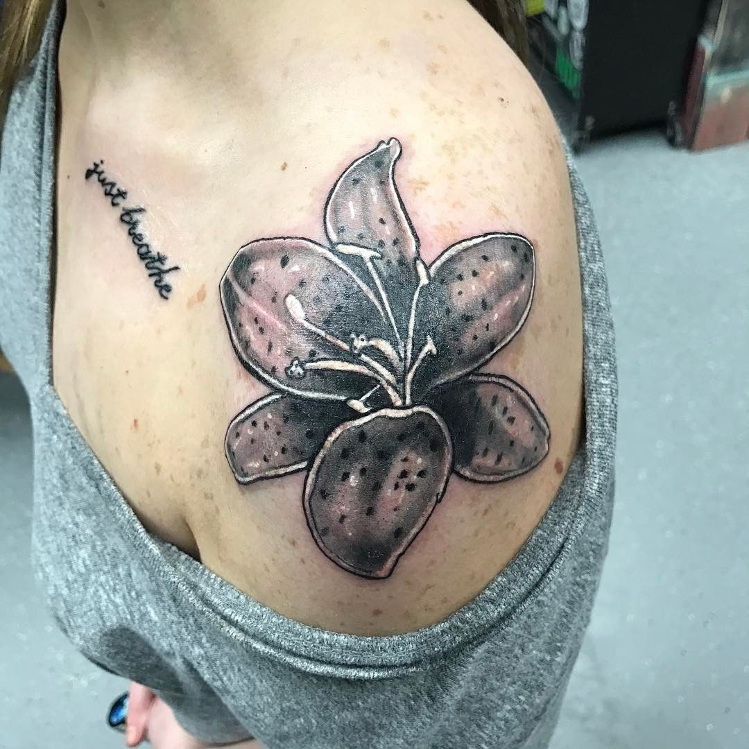 59 amazing lily flower tattoo designs that every girl loves lily beautiful lily flower tattoo on shoulder izmirmasajfo