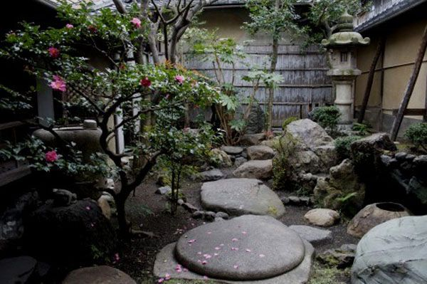 Japanese Small Garden Designs | InteriorHolic.com