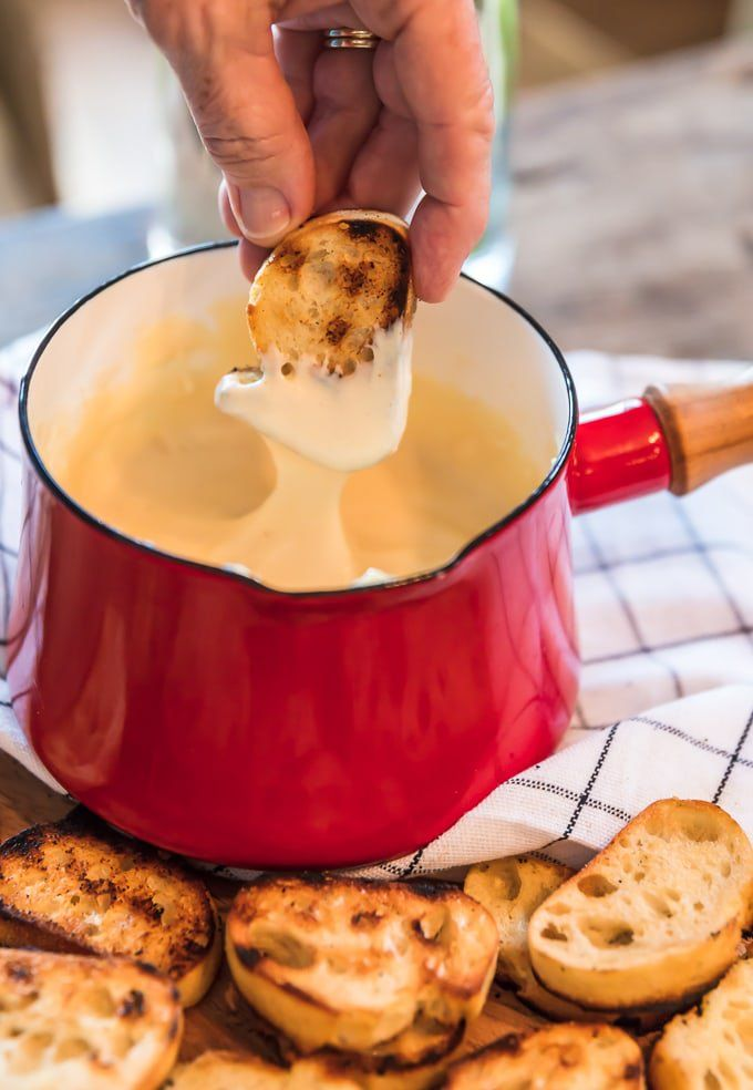 Easy Cheese Fondue with Grilled Bread #fondue