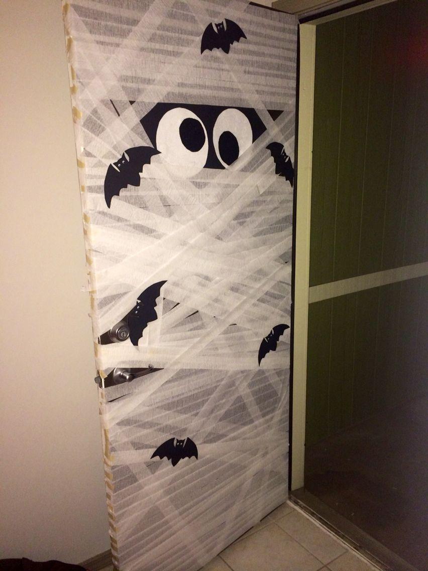 Mummy Door Decoration Halloween Classroom Fun Diy Halloween Decorations Pallet Halloween Decorations