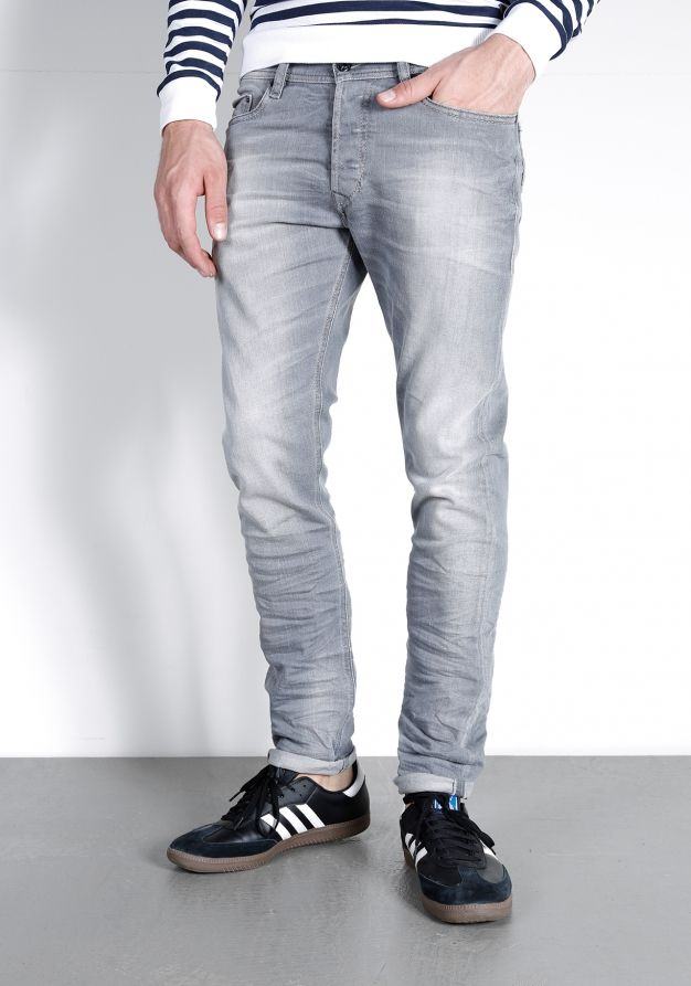 Diesel 0839N Tepphar Jeans   Available at www.score.nl