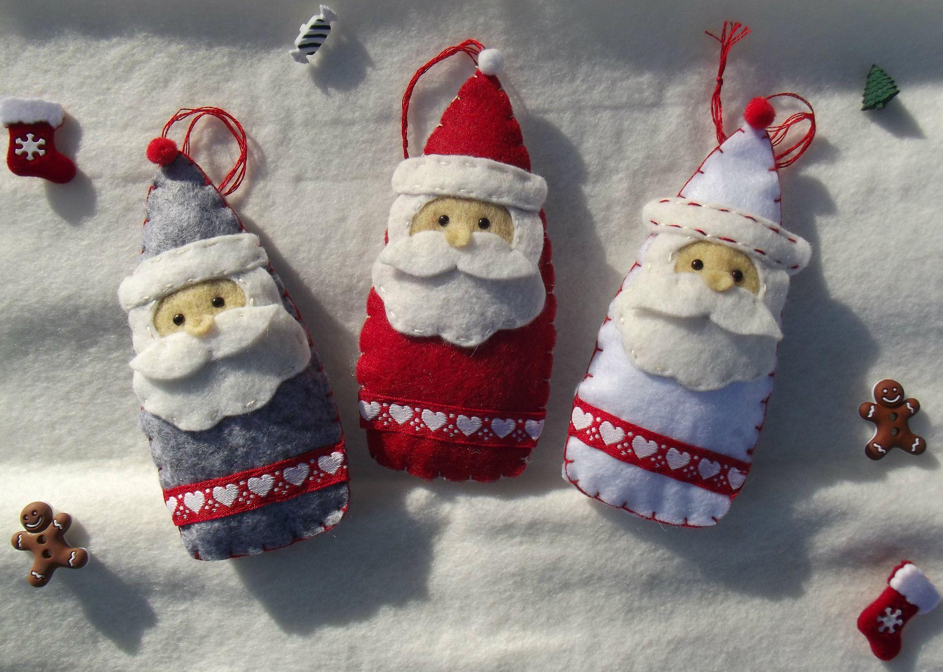Pere Noel En Feutrine Décoration Père Noël en feutrine couleur au choix : blanc, rouge