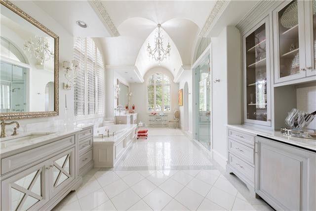 10121 Waller Dr Dallas Tx 75229 Realtor Com Bathroomdesigndallastx With Images Bathroom Design Small Bathroom Design Cozy Bathroom