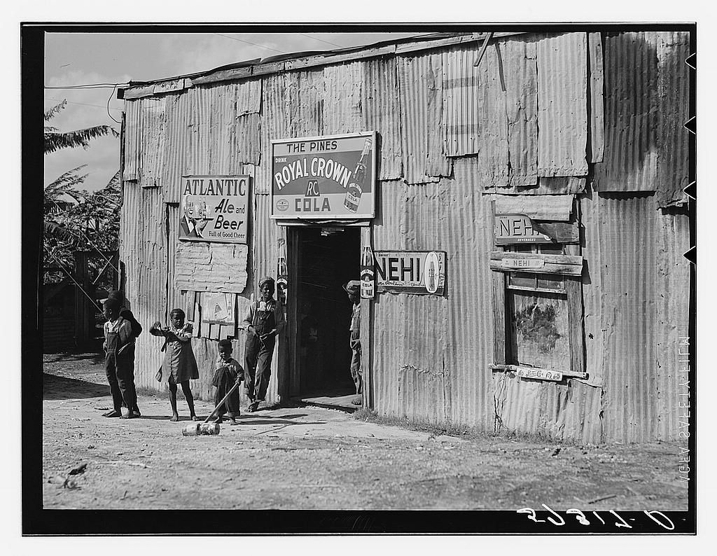 """Living quarters, store, and """"juke joint"""" for migratory laborers near Canal Point, Florida"""
