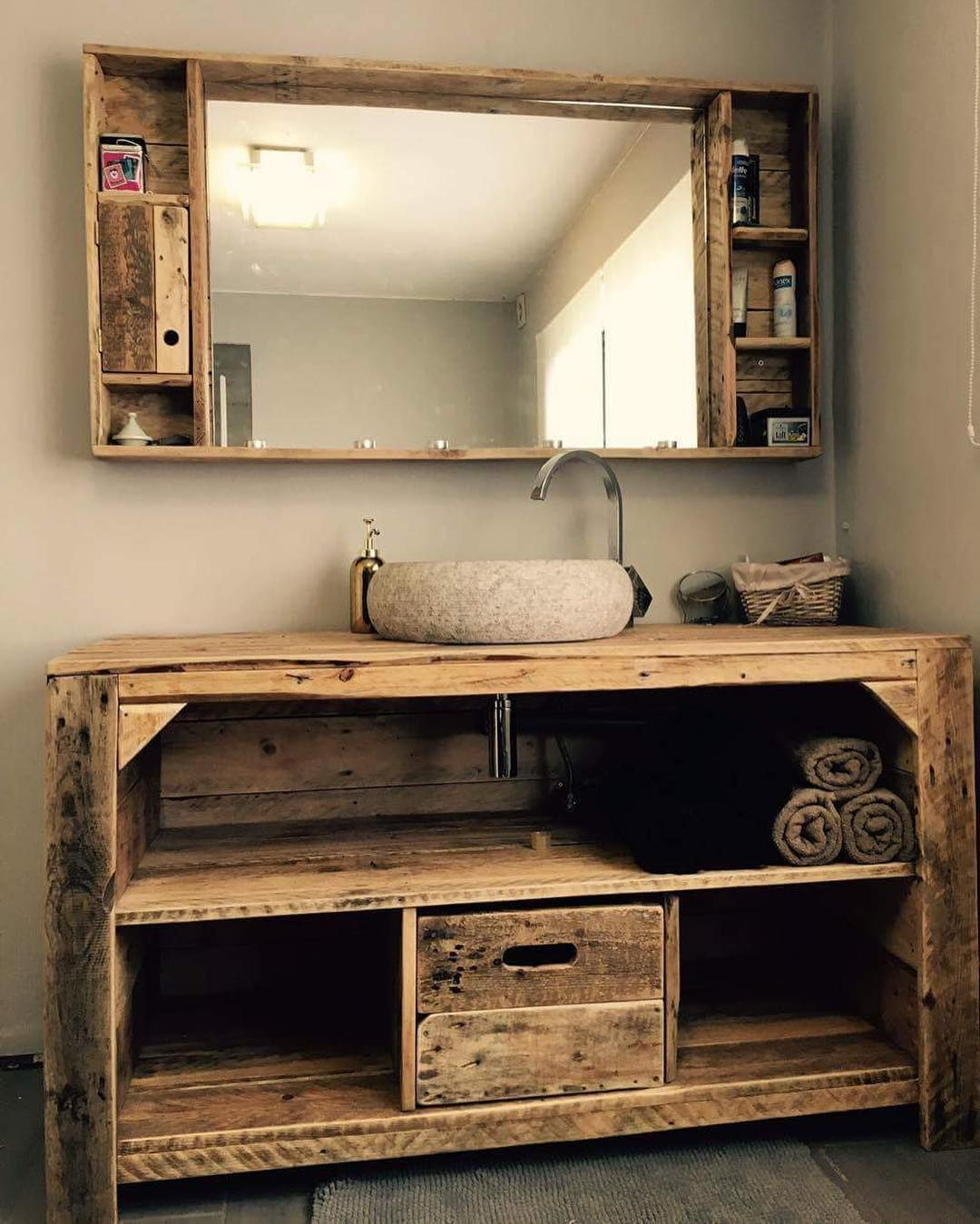 Palette Diy Idee Deco Palette Idee Meuble Palette Deco Bois De Palette Deco Avec Palette De B Rustic Furniture Design Pallet Bathroom Pallet Projects Furniture