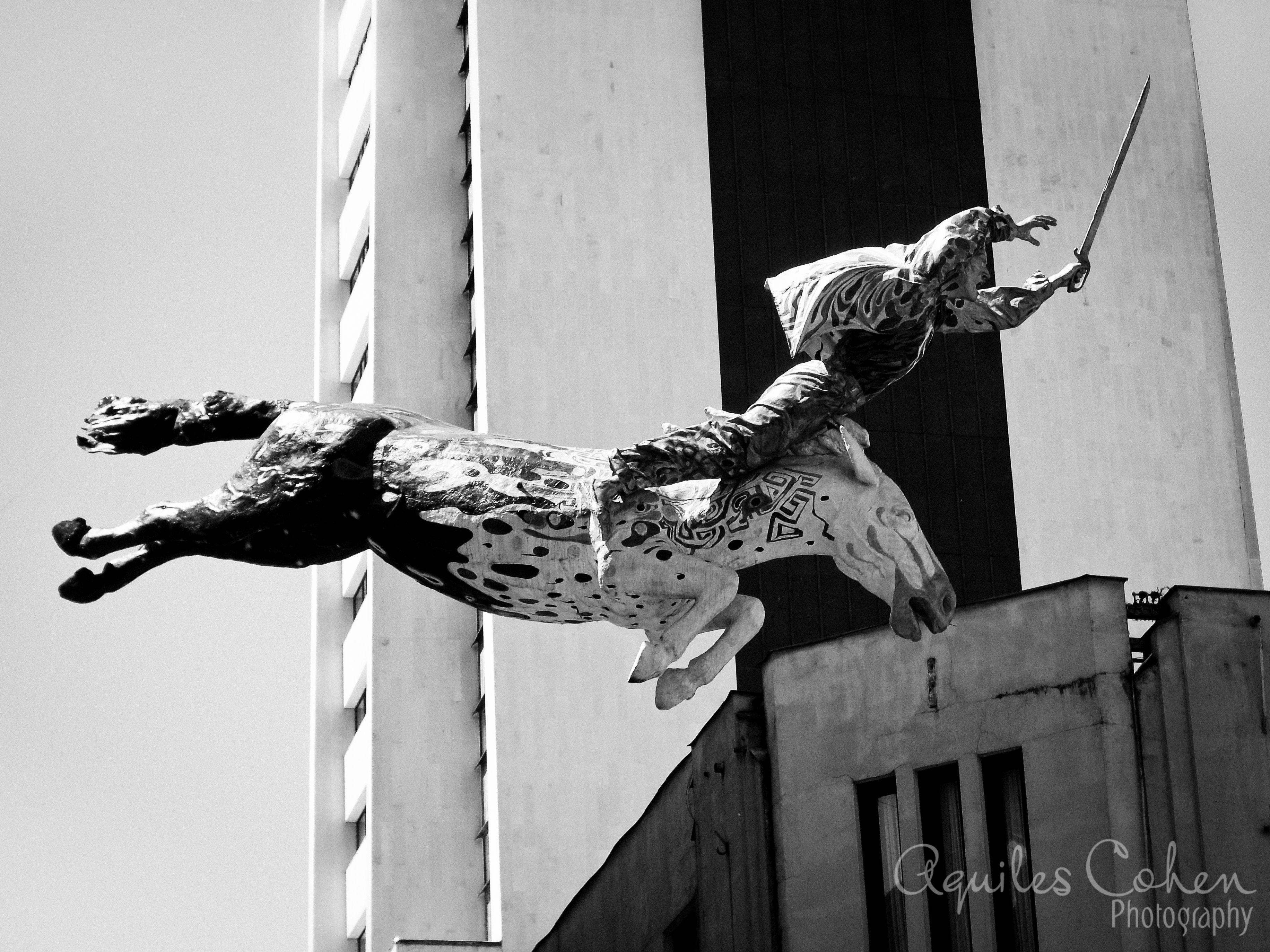 Monumento flotante en Manizales