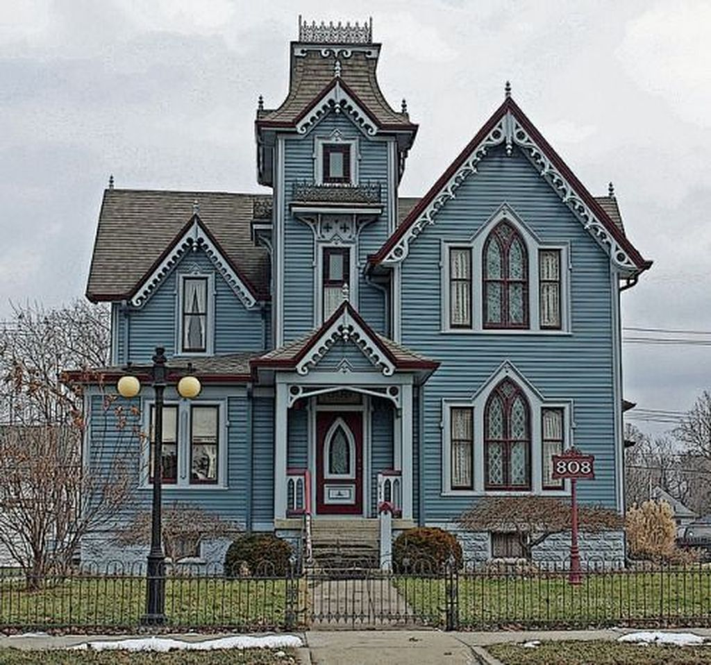 34 Amazing Gothic Revival House Design Ideas Spanish Style Victorian House Colors Victorian Homes Victorian Architecture
