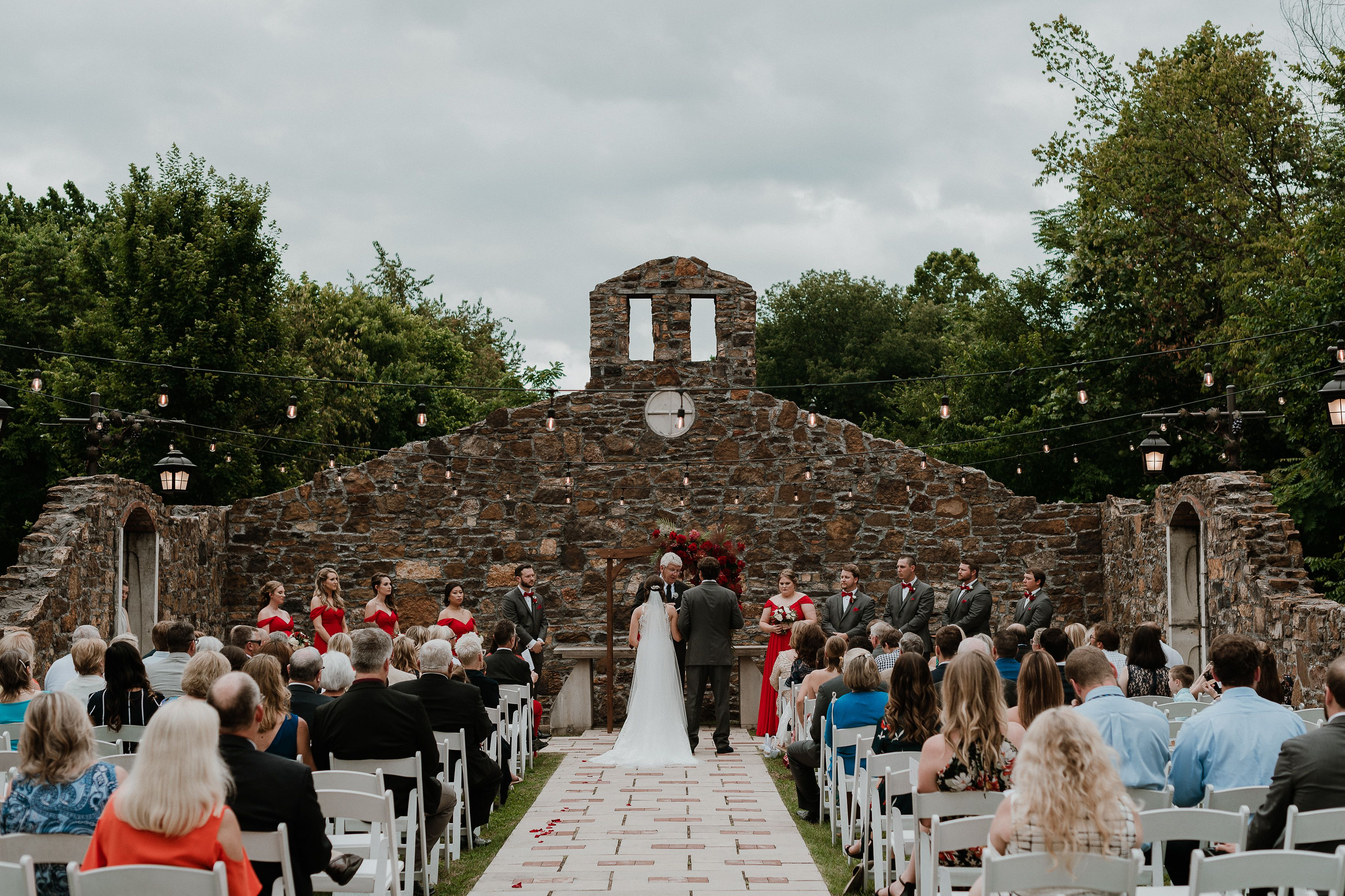 Best Northwest Arkansas Wedding Venues Sassafras Springs Vineyard Arkansas Wedding Photo In 2020 Arkansas Wedding Venues Arkansas Wedding Northwest Arkansas Weddings