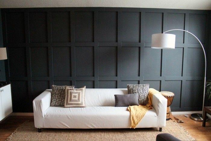 Schwarze Wand Im Modernen Wohnzimmer Mit Einem Weißen Sofa