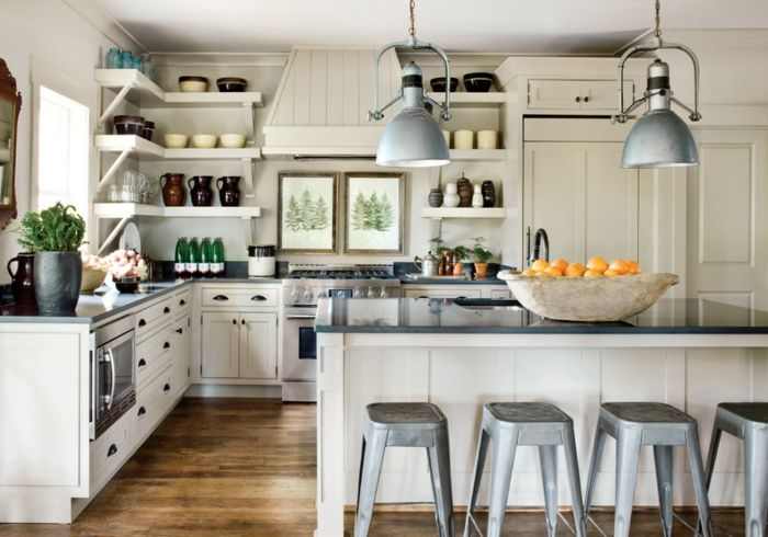 muebles de cocina de madera en blanco y gris, cocina acogedora y ...