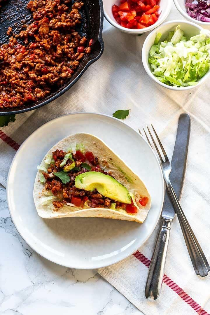 How to make the best ground turkey tacos - The Tortilla Channel #groundturkeytacos Ground turkey tacos are easy, simple and a fast dinner recipe. This ground turkey is keto and low carb. Substitute the flour tortillas for iceberg lettuce and you are completely keto. Visit thetortillachannel for the full recipe #thetortillachannel #groundturkeytacos #groundturkey #turkeytacos #ketogroundturkey #groundturkeytacos How to make the best ground turkey tacos - The Tortilla Channel #groundturkeytacos Gr #groundturkeytacos